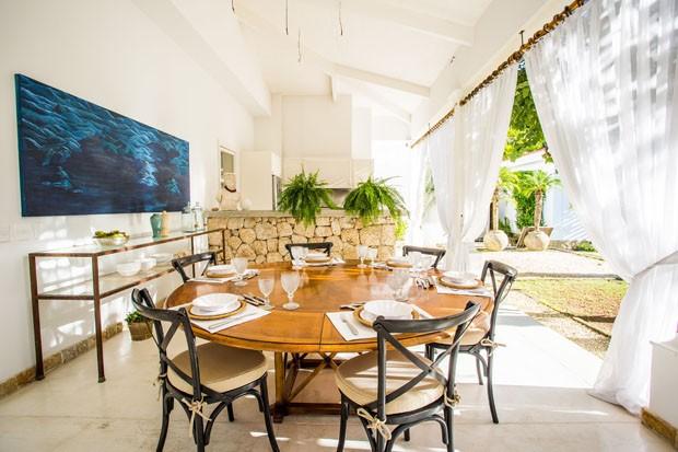 Casa em Paraty celebra o verão com natureza em evidência (Foto: Giuliana Fraccarolli/Divulgação)