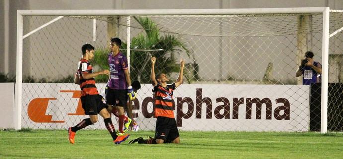 Campinense 2 x 1 Auto Esporte, no Estádio Amigão, pelo Campeonato Paraibano 2014 (Foto: Nelsina Vitorino / Jornal da Paraíba)