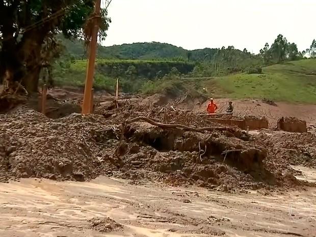Capela de São Bento foi destruída por mar de lama em Bento Rodrigues (Foto: Reprodução/TV Globo)