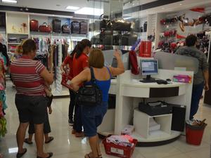 Comércio de Vilhena estende horário de atendimento  (Foto: Jonatas Boni/G1)