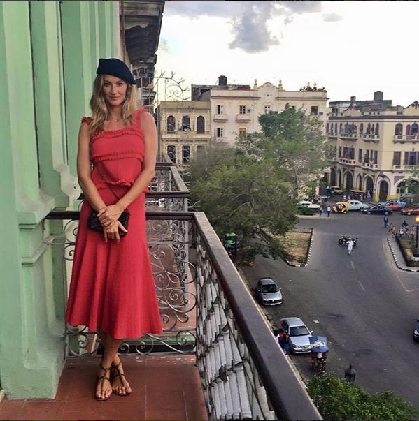 Gisele Bndchen posa em varanda com vista para Havana (Foto: Instagram)