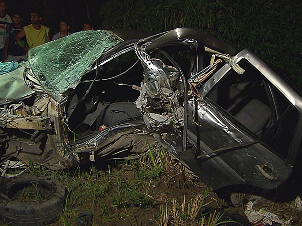 Acidente com 4 veículos em Jaboatão - Gol (Foto: Reprodução / TV Globo)