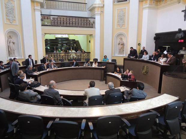 Sessão extraordinária na Alepe também aprovou a reforma administrativa no Poder Executivo (Foto: Luna Markman/G1)