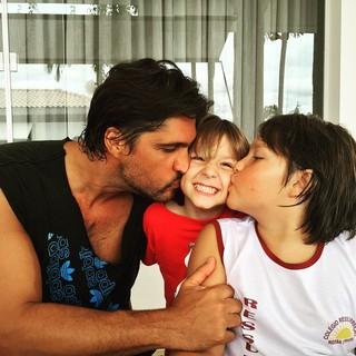 Leo Chaves com os filhos Antônio e Matheus (Foto: Reprodução/Instagram)