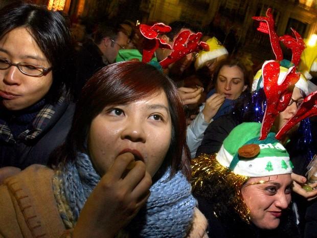 Tradição de Ano Novo - Espanha - uvas (Foto: Pedro Armestre/AFP)