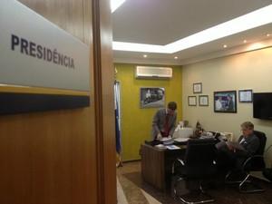 Polícia Civil cumpre mandado de busca e apreensão no Gabinete da presidência da Assembleia Legislativa de Rondônia (Foto: Halex Frederic/G1)