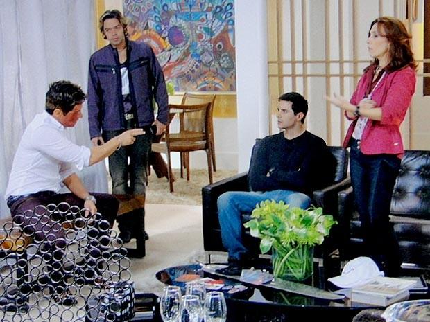 Inácio aceita encarar Fabian em uma turnê do príncipe das domésticas (Foto: Cheias de Charme / TV Globo)