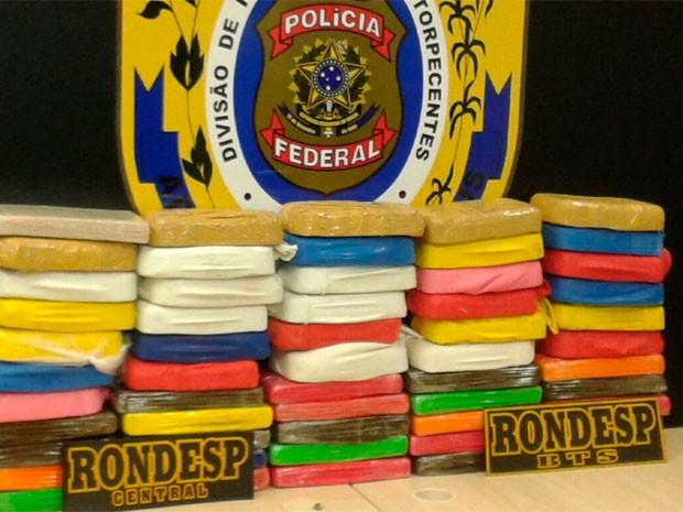Dupla é presa com 50kg de cocaína em supermercado de Salvador (Foto: Divulgação/Polícia Federal)