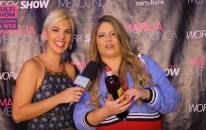 Marília Mendonça faz 'jogo da cachaça' em entrevista exclusiva no Salvador Fest