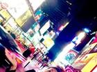 Sheron Menezzes posta foto em NY com papel no nariz: 'Deu defeito'