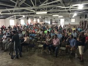 Moradores lesados criaram associação em São Francisco de Paula, no RS (Foto: Giovani Grizotti/RBS TV)