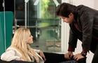 Jonas fica acuado diante de Megan, que quer saber o motivo de tanta raiva (Foto: Felipe Monteiro / TV Globo)