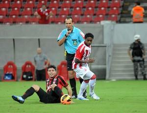 náutico x atlético-pr (Foto: Aldo Carneiro / Pernambuco Press)