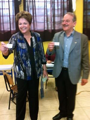 Presidente Dilma Rousseff votou em Porto Alegre ao lado do governador Tarso Genro (Foto: Tatiana Lopes/G1)