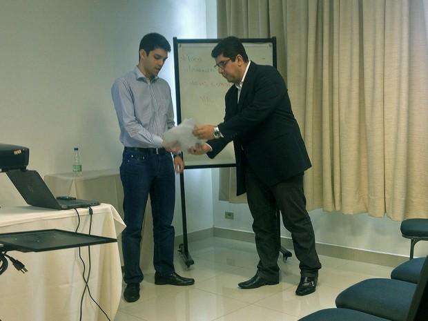 Demanda foi entregue formalmente ao representante da Rumo ALL (Foto: Stephanie Fonseca/G1)