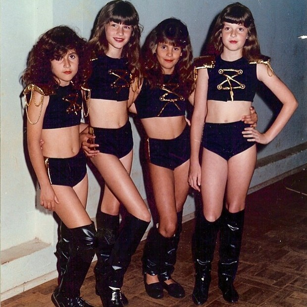 Gisele vestida de Paquita com as amigas (Foto: Reprodução Instagram)