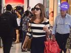 Look do dia: Marina Ruy Barbosa aposta em saia curtinha para viajar