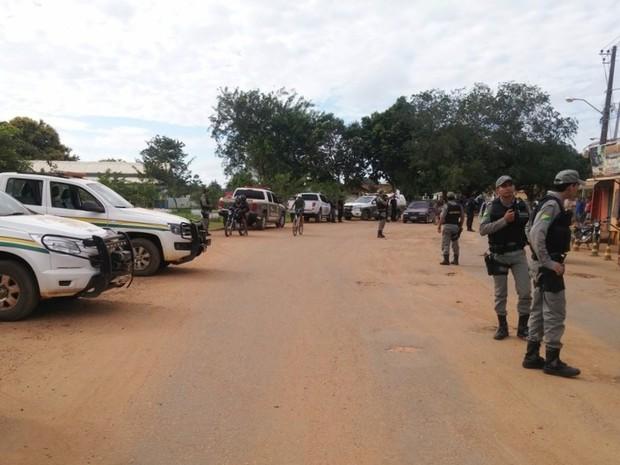 Polícia Civil e Militar cumpriram cinco mandados de busca e apreensão em busca de pontos de drogas (Foto: Divulgação/Sesp-AC)