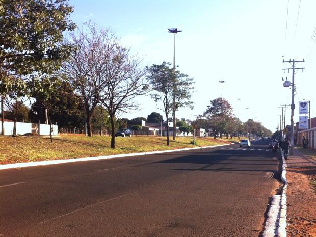 Acidentes aconteceram em avenida do bairro Jardim Tijuca. (Foto: Gabriela Pavão/ G1 MS)