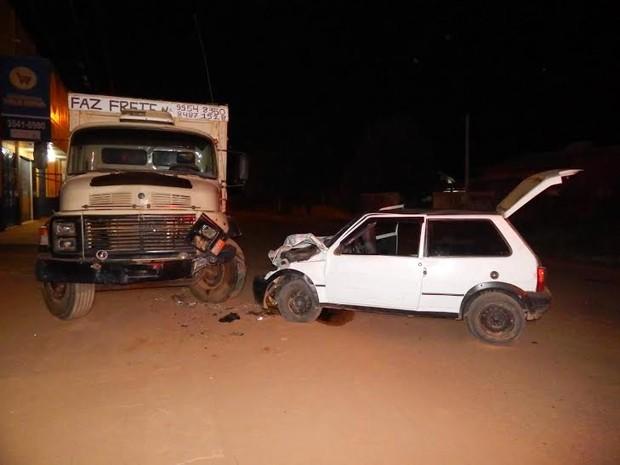 Perícia constatou que os dois veículos sofreram várias avarias (Foto: Perícia Técnica Científica/Divulgação)