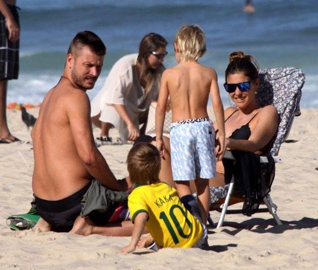 Fernanda Lima, Rodrigo Hilbert e os gêmeos João e Francisco (Foto: J. Humberto/Agnews)