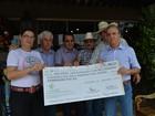 Hospital do Câncer recebe doação de R$ 1,15 mi arrecadado em leilão