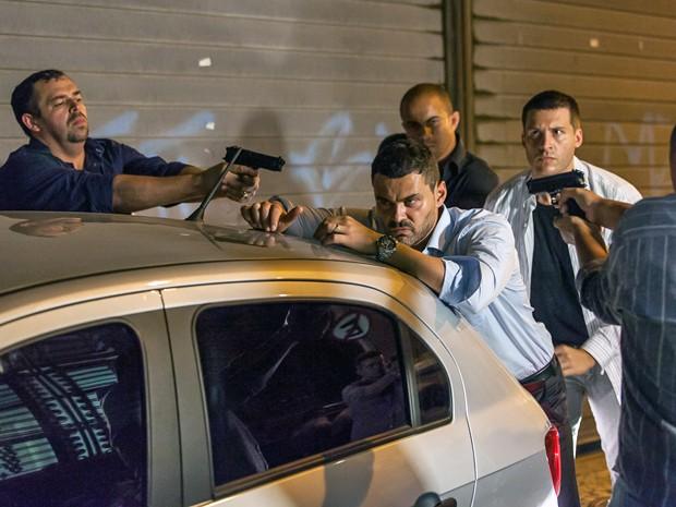 Polícia prende rival de José Alfredo (Foto: Artur Meninea/ Gshow)