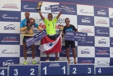 Atleta santareno Helton Basto conquistou o primeiro lugar no circuito nacional de triatholn, em Manaus (Foto: Ribamar Arruda)
