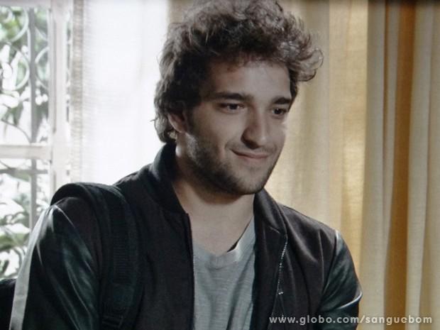 Fabinho fica perplexo ao ouvir de Gilson que ele sabe quem é o pai dele (Foto: Sangue Bom / TV Globo)