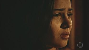 Olívia sofre ao ver Miguel e Sophie juntos