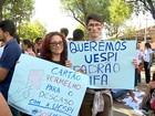 Cerca de 200 alunos protestam contra estrutura precária da Uespi