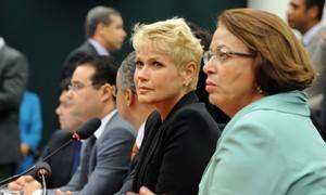Xuxa vai à Câmara para apoiar projeto que proíbe pais de bater em crianças