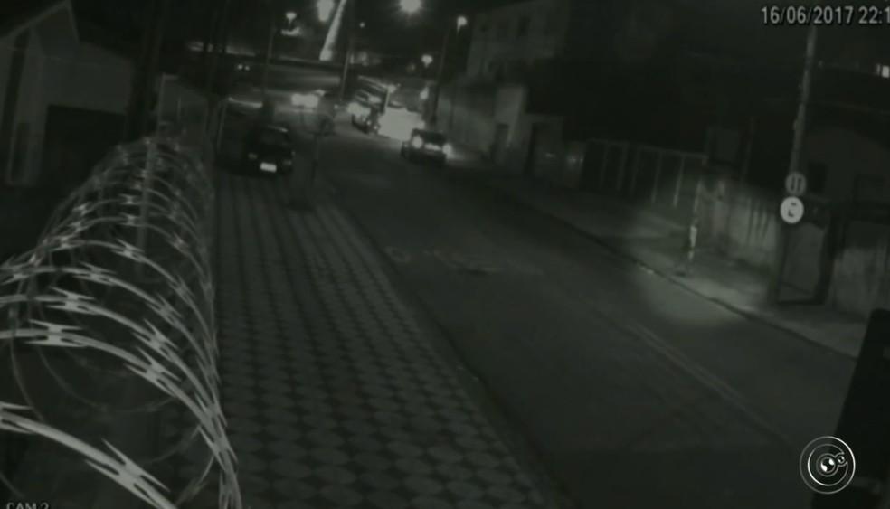 Câmeras flagraram ação em Sorocaba (Foto: Reprodução/TV TEM )