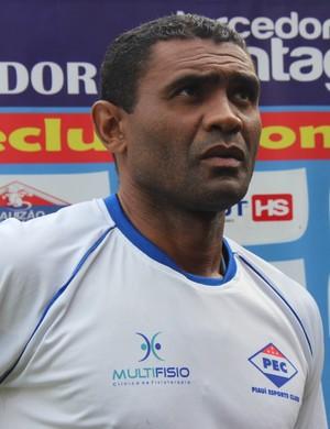 Marcão, treinador do Piauí (Foto: Emanuele Madeira/GloboEsporte.com)