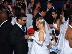 Casamento comunitário aconteceu na Câmara de Vereadores de Santos (Foto: Raimundo Rosa/Prefeitura de Santos)