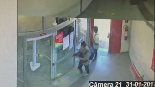Três suspeitos de assaltar banco em Itobi são presos em Porto Ferreira, SP