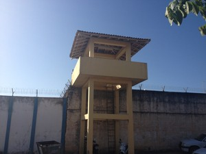 Na manhã desta segunda-feira (8), as guaritas da Cadeia Pública de Roraima estavam sem vigilância   (Foto: Tarsira Rodrigues/G1)