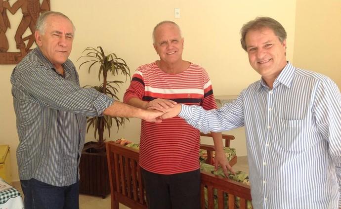 Armando Zanata (ao centro) em reunião com Carlos Cândido e Luiz Pimentel, atual e ex-presidente do Serra (Foto: Divulgação/Arquivo Pessoal)