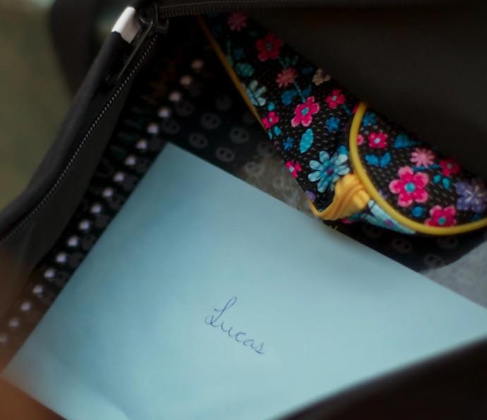 Luíza escreveu uma carta se declarando para Lucas <3 (Foto: TV Globo)
