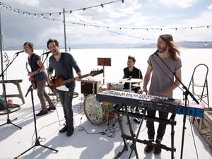 O quarteto Saints of Valory grava o clipe de 'Neon Eyes' (Foto: Divulgação)