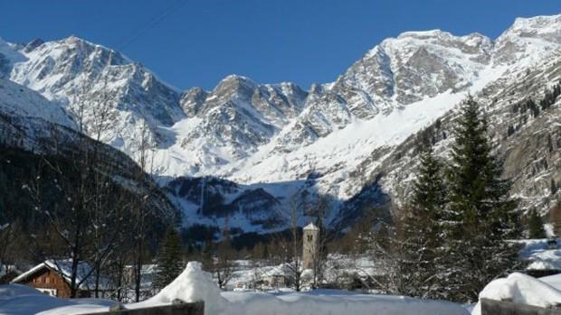 Avanço intenso de geleira assustou o pequeno vilarejo de Macugnaga, no norte italiano  (Foto: Archivio Distretto Tursistico dei Laghi)