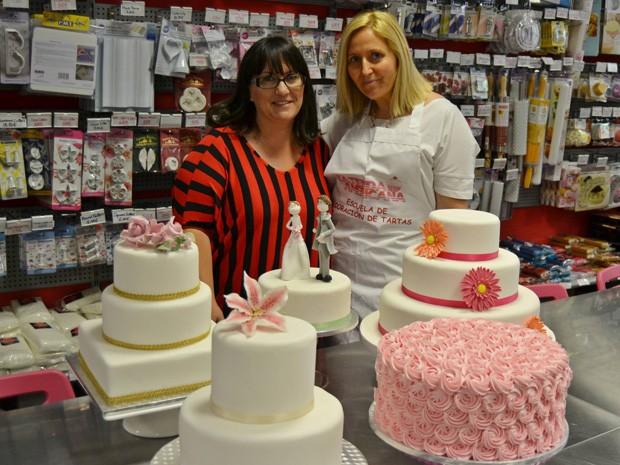 Sonia Justo Jiménez, de 39 anos, desempregada há três anos, terá uma festa de casamento grátis em outubro (Foto: BBC)