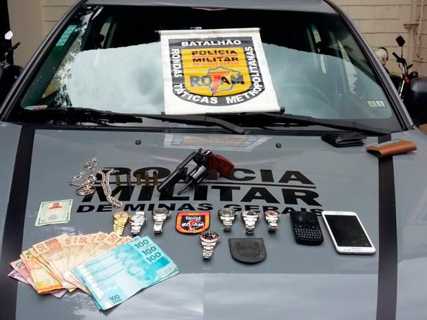 Polícia especializada em roubar Rolex foi detida após crime em BH (Foto: PMMG/Divulgação)