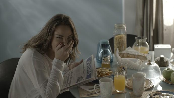 Monique tem uma crise de riso ao ver Uodson maquiado (Foto: TV Globo)
