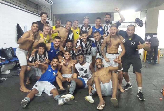 Festa Botafogo no vestiário (Foto: Divulgação Botafogo)