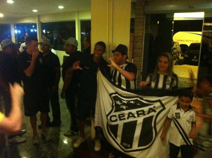torcedores do ceará invadem festa do macaé (Foto: Chandy Teixeira)