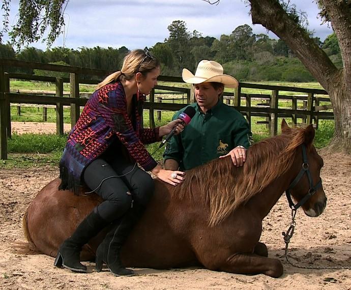 Mistura com Rodaika domar cavalos doma índia Antônio (Foto: Reprodução/RBS TV)