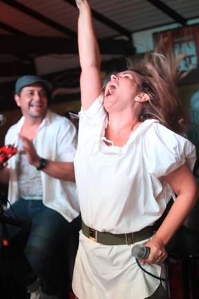 Andréia Sorvetão em restaurante no Rio (Foto: Marco Macedo/ Divulgação)