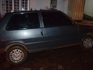 A mulher que estava de carona foi mantida refém no carro usado no roubo em Luzinópolis (Foto: Divulgação/PM-TO)
