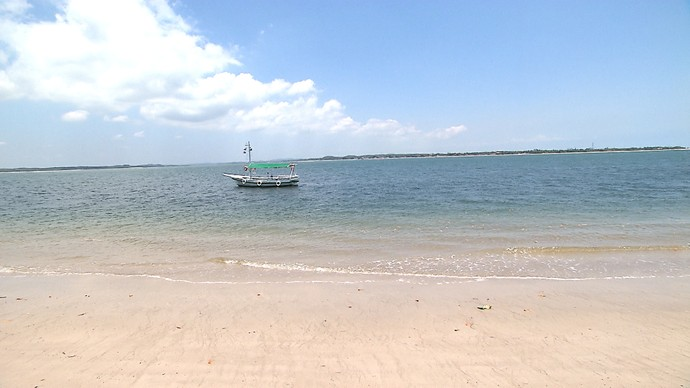 Ponta dos Garcez faz conexão de rio com o mar (Foto: TV Bahia)